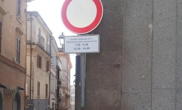 La nuova segnaletica verticale installata all'inizio del secondo tratto del Corso