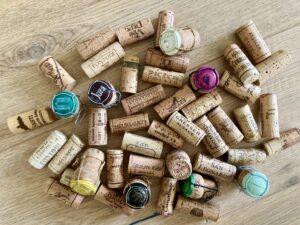 Se il vino ha le bollicine non è necessariamente Prosecco! In Italia ci sono diverse zone dove si producono vini spumanti. Le più famose hanno un disciplinare di produzione e una denominazione di origine DOCG o DOC.