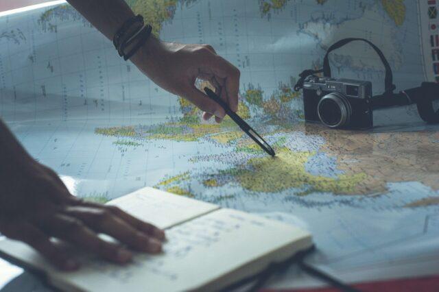 Un argomento di forte discussione tra gli scienziati è se viaggiare e vedere il mondo renda le persone più empatiche