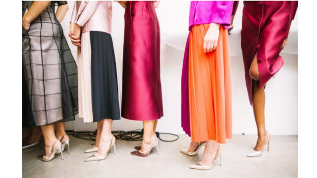 """""""Fashion renting"""" si intende letteralmente il noleggio di capi appartenenti al mondo della moda: vestiti, borse, accessori, di solito ad un costo elevato poiché griffati da brand di lusso."""